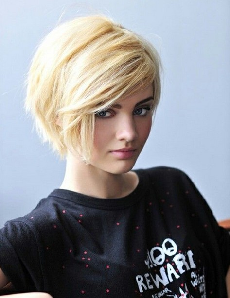 Short-Hairstyles-for-Winter-Short-Haircut-with-Side-Swept-Bangs