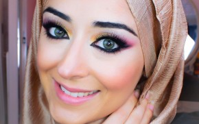Pink Smokey Eye Makeup for Sparkling Eyes