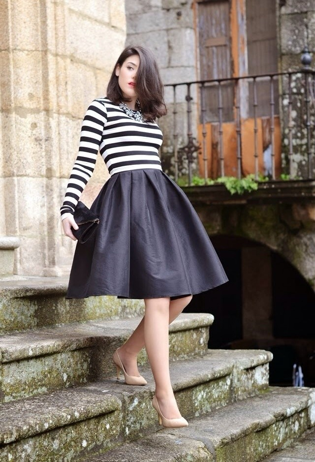 Black-Midi-Skirt-Outfit-with-a-Stripe-Shirt
