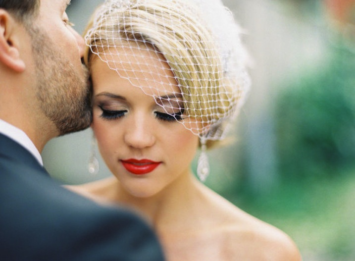 Stunning-bridal-beauty-inspiration-wedding-makeup-ideas-retro-red-lips.