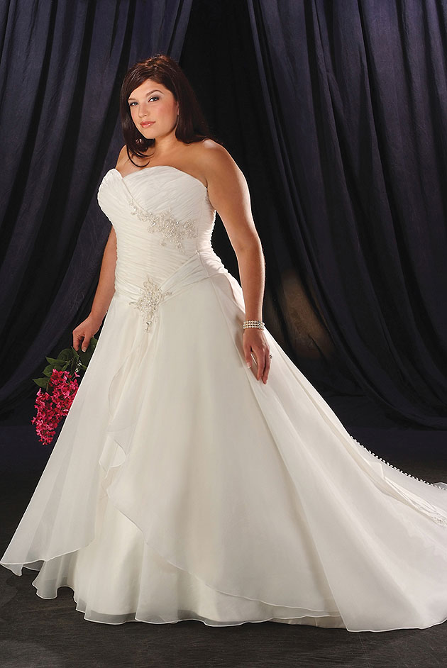 Plus-size-wedding-gowns-in-white