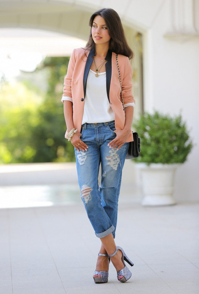 Casual-Outfit-Idea-with-Blazer-and-Jeans