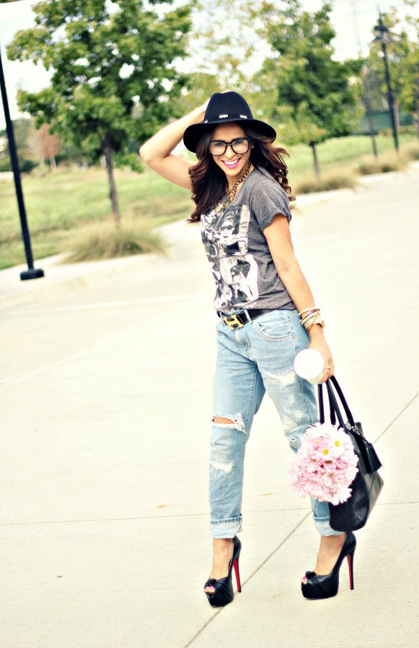 Chic-Outfit-Idea-with-Ripped-Jeans