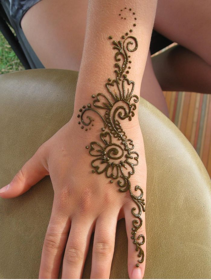 Henna-Tattoo-On-Hand.