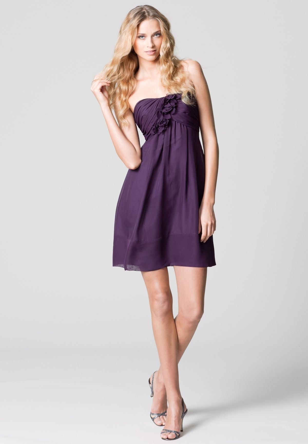 chiffon-strapless-empire-short-bridesmaid-dress