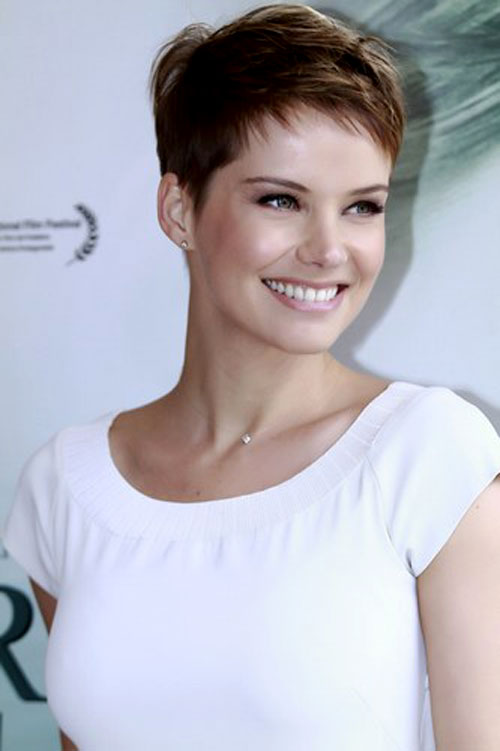 Celebrity-pixie-haircuts