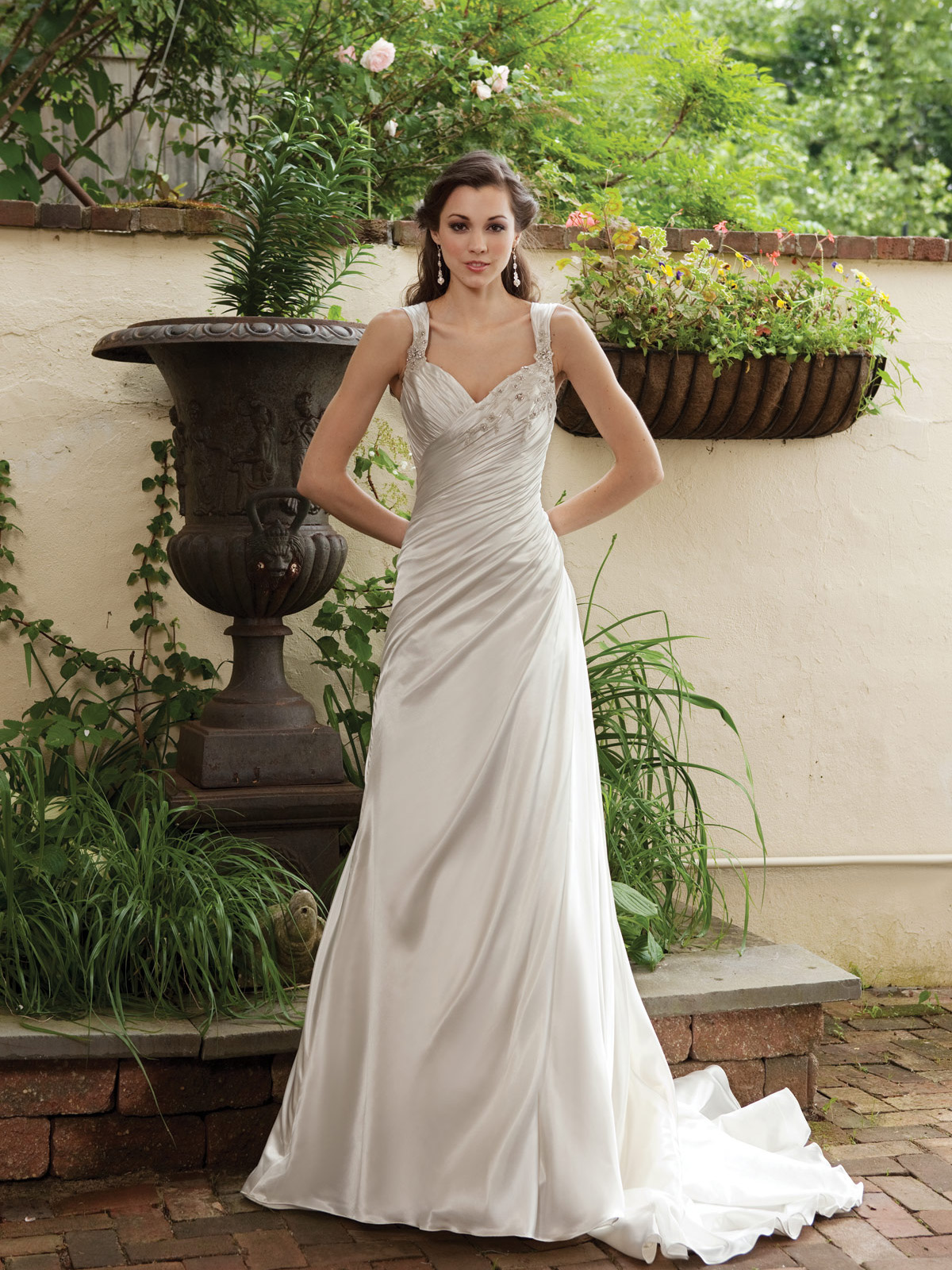 Glamorous and gorgeous outdoor wedding dresses ohh my my for Dress for a spring wedding