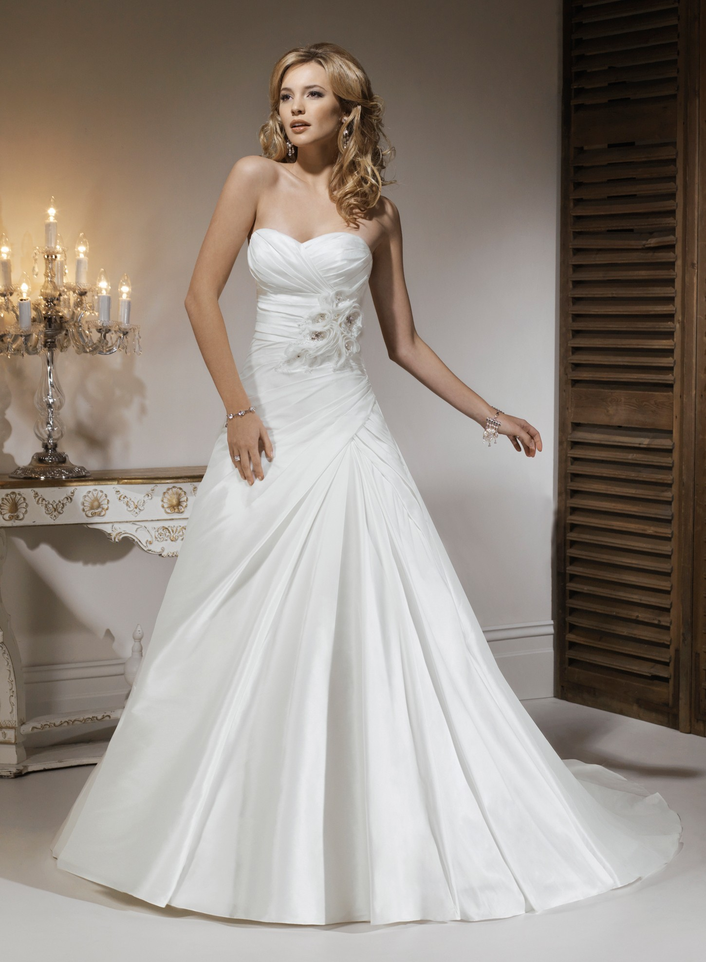 taffeta-sweetheart-strapless-neckline-a-line-wedding-dress