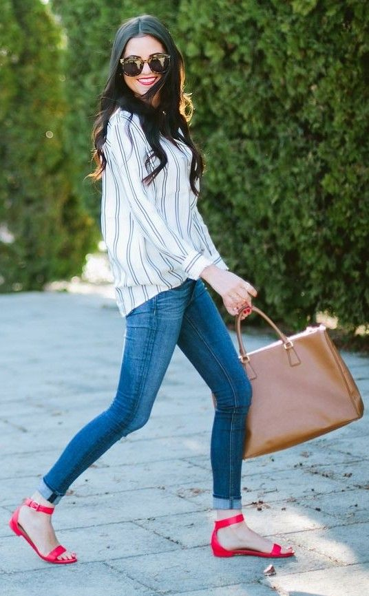 stripped-shirt-skinny-jeans-red-sandals