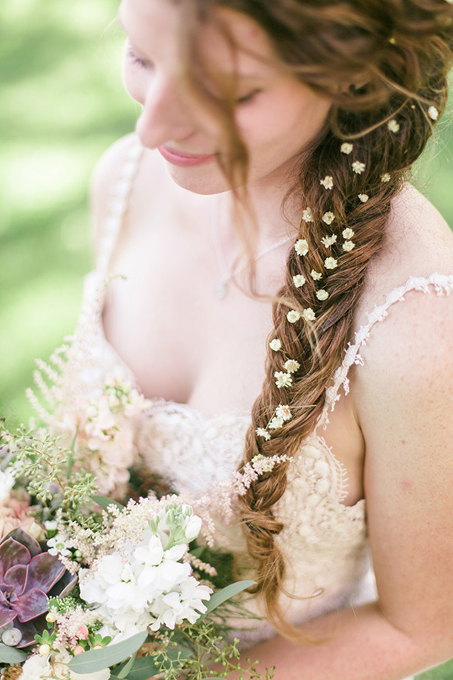 fishtail-braid-with-flowers