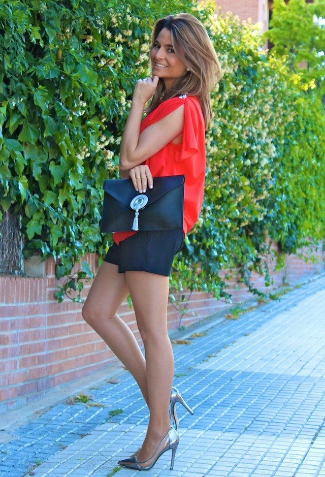 red-blouse-outfit-idea-with-silver-pumps