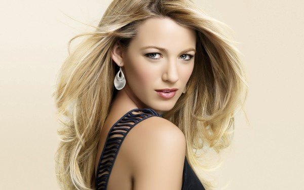 Women Love to have Sparkling Blonde Hairstyles